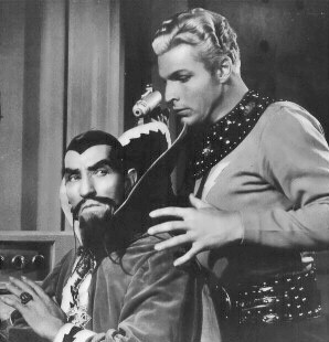 Charles Middleton and Buster Crabbe in Flash Gordon's Trip to Mars